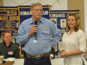 Kiwanis Club Presents Check To Diakonia
