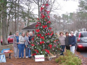 Pine'eer Craft Club Decorate Old Fashioned Christmas Tree