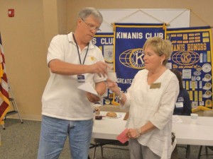 Kiwanis Club Dontates To Worcester County G.O.L.D.