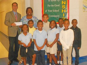 Bank Of America Presents $2,000 Check To Salisbury Horizons