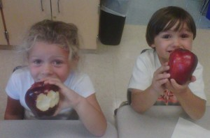 OC Elementary School Students Show Off Their Apple For Apple Day