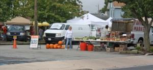 Town Officials, Farmers Market Vendors Ink 'Good Agreements'