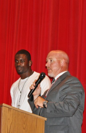 Michael Vick Details Fall From Top To Area Students