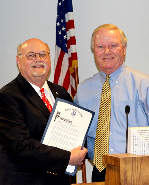 Mayor Rick Meehan presented retiring Recreation and Parks Department Director Tom Shuster with a proclamation and key to the city. Photo by Joanne Shriner