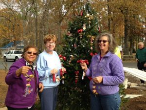 Pine'eer Craft Club Members Gather In White Horse Park To Decorate The Christmas Tree