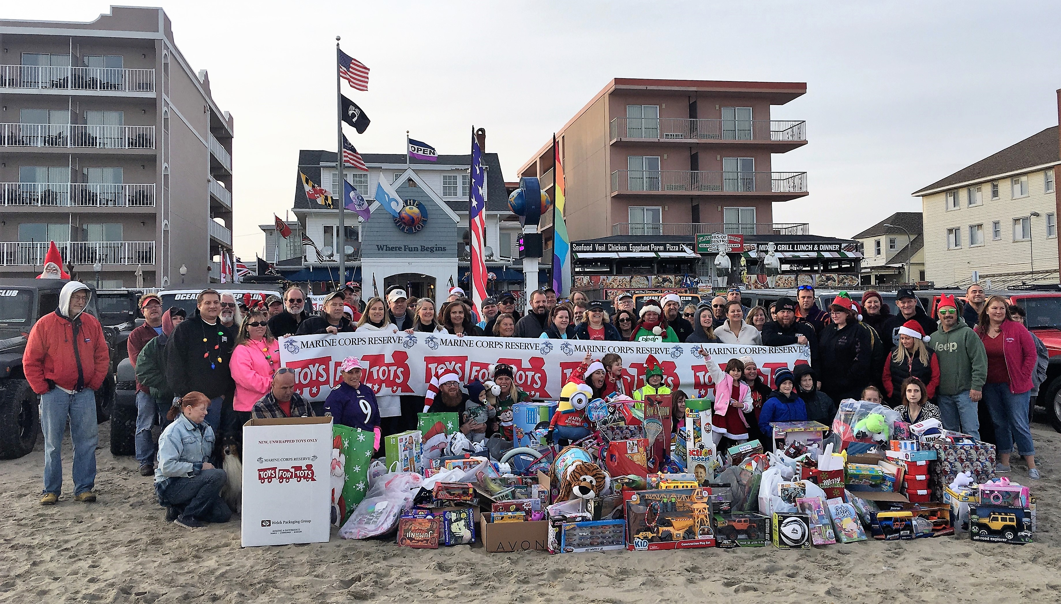 Jeep Club's Second Beach Run Brings In 300 Donations For Toys For Tots Campaign